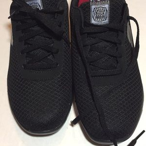 NWOT  Sketchers Woman's Work Shoes Size 7 Black